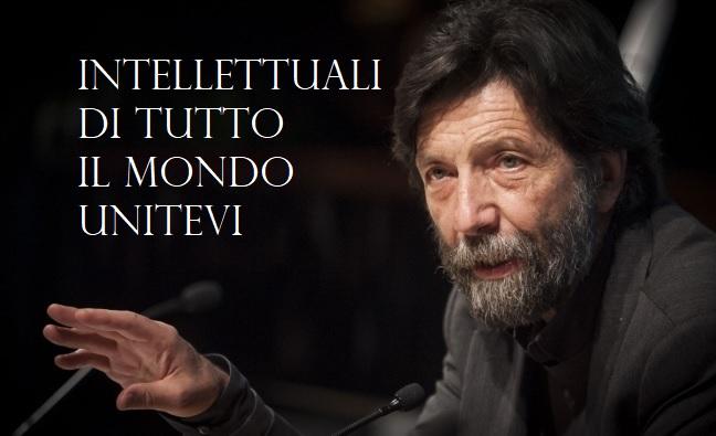 Massimo Cacciari con scritta